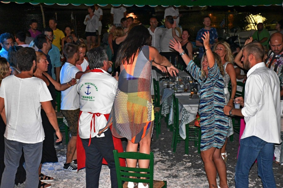 Manos symi Dance party