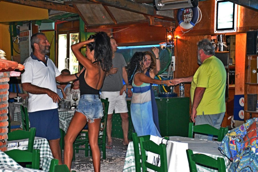 Manos fish restaurant dancing time